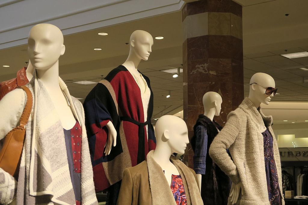 Mannequins dans un magasin