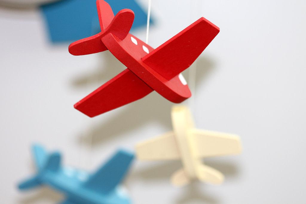 Jouets avions suspendus