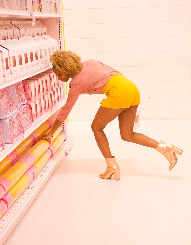 Femme dans un magasin