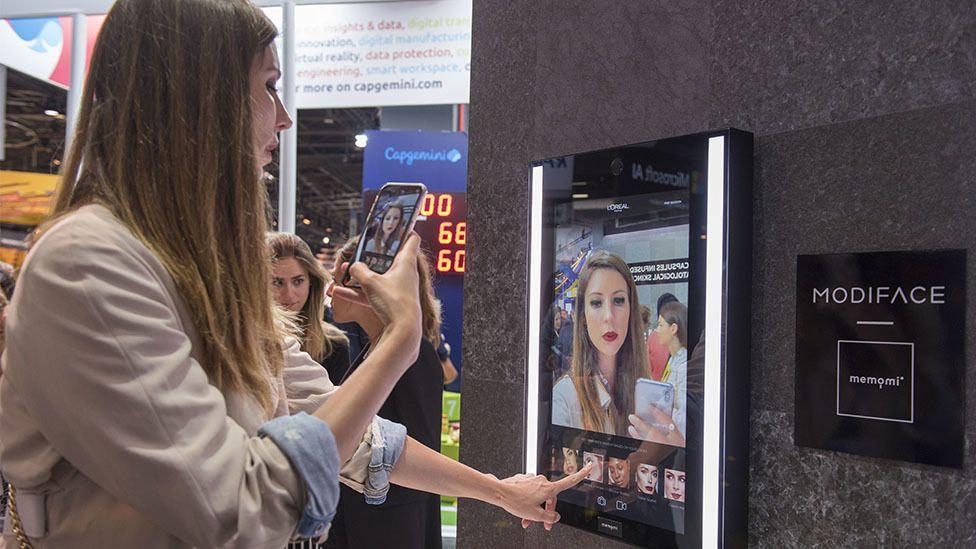 miroir connecté essayage couleurs de cheveux virtuelles